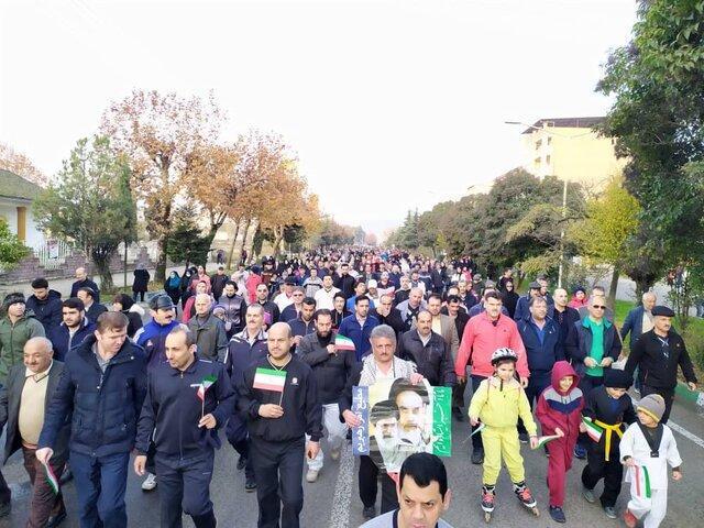 همایش پیاده روی خانوادگی در بندر آستارا برگزار گردید