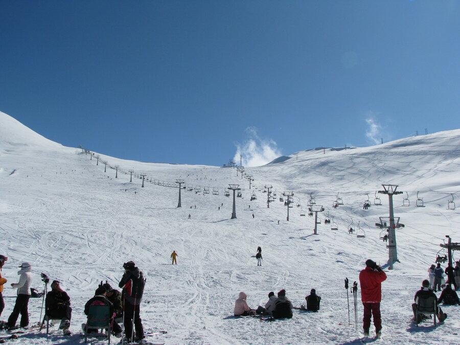 برف بازی در پر رفت و آمدترین قله ایران